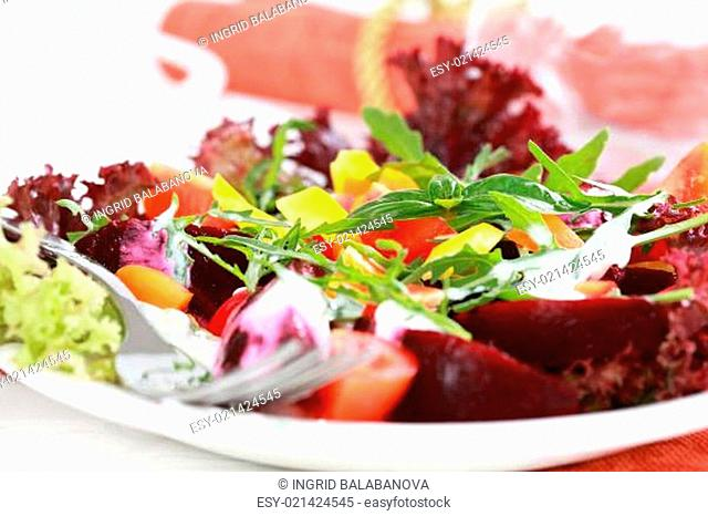 Vegetable salad with beetroot