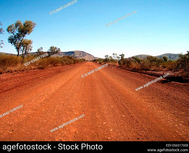 street in the australian desert, road traffic in the outback