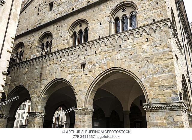 Palazzo della Ragione, view from Piazza del Duomo (Cathedral Square), Upper City ((Città Alta), Bergamo, Lombardy, Italy, Europe