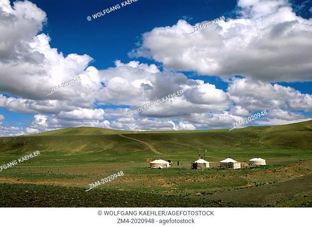 MONGOLIA, GOBI DESERT, NEAR DALANZADGAD, GRASSLANDS (STEPPES), GERS (YURTS)