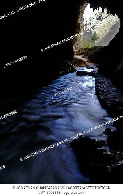 Impressive view of the interior of the cave of Huagapo in Tarma. Tarma, Perú