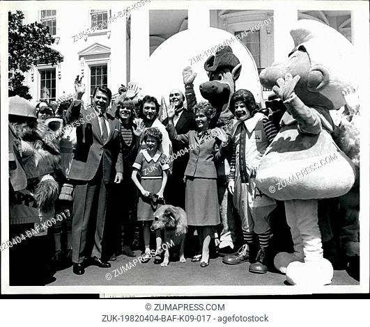 Apr. 04, 1982 - President and Mrs. Ronald W. Reagan waver to guests on the South Grounds at the White House today as Easter Egg Roll