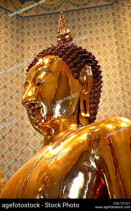 Pure gold Buddha in Wat Traimit Temple, Bangkok, Thailand