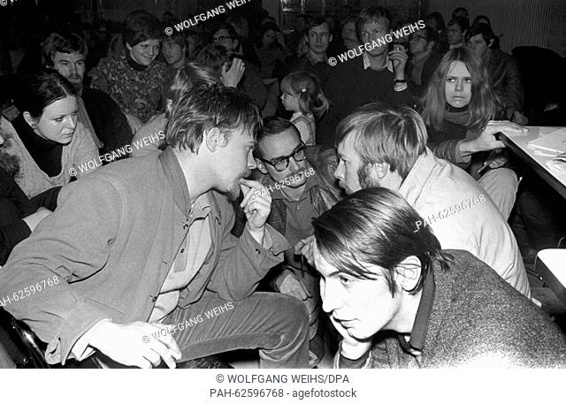 The Federal delegates of the SDS (Social German Student Union) meet in Hanover on 17 November 1968. - Hannover/Germany