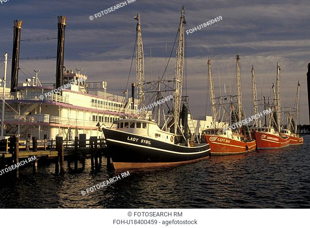shrimp boat, riverboat, Mississippi, MS, Biloxi, Shrimp boats and riverboat docked in the harbor of the Gulf of Mexico in Biloxi