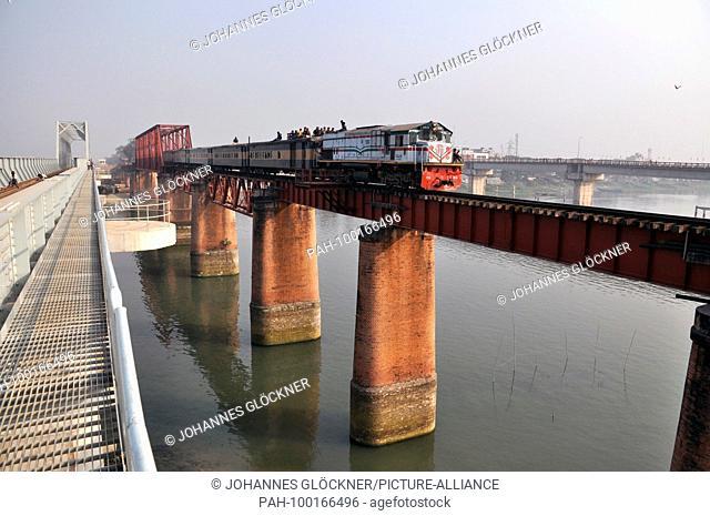 Old and new railway bridge with train in Ghorashal near Narsingdi on 09.01.2015 - Bangladesh | usage worldwide. - Ghorashal/Dhaka/Bangladesh