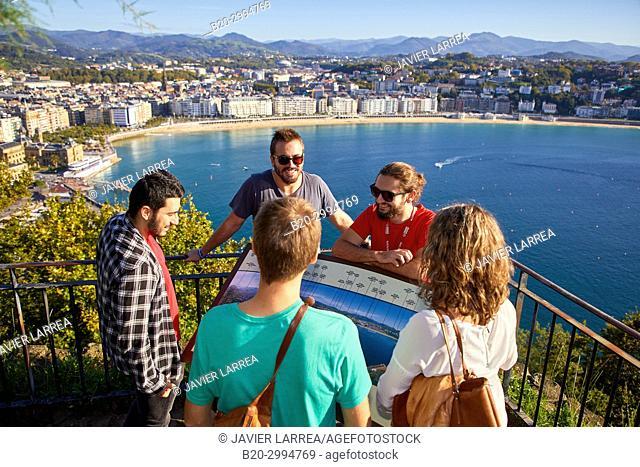 Group of tourists and guide making a tour of the city, Climb to Mount Urgull, La Concha Bay, Donostia, San Sebastian, Gipuzkoa, Basque Country, Spain, Europe