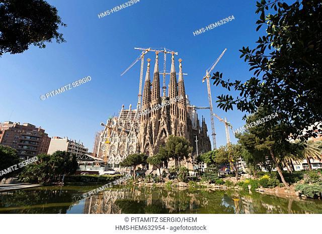 Spain, Catalonia, Barcelona, Eixample District, Sagrada Familia by architect Antoni Gaudi, listed as World Heritage by UNESCO