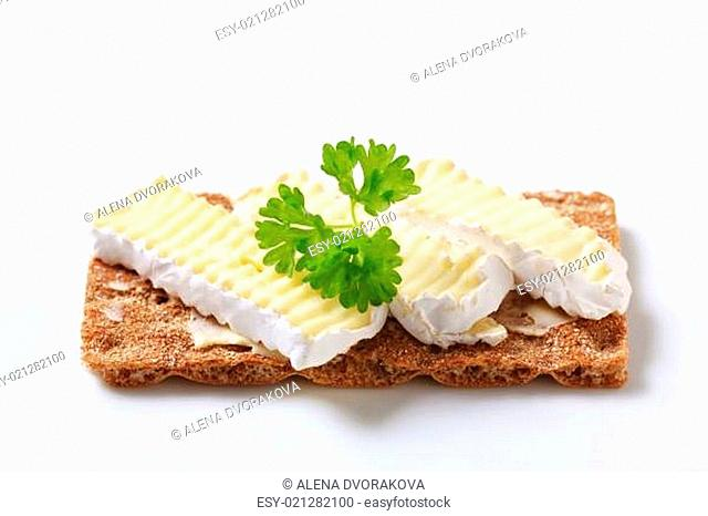 Crisp bread with cheese