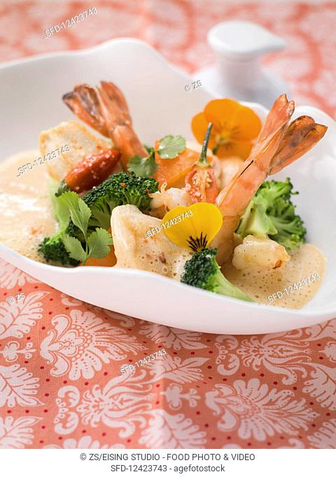 Red Thai curry with chicken and shrimps