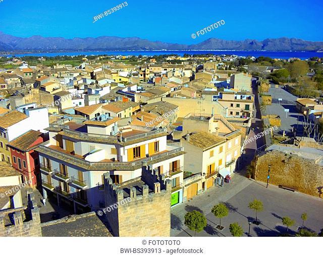 aerial view to the old city of Alc·dia, Bay of Pollenþa and mountain range Serra de Tramuntana in background, Spain, Balearen, Majorca, Alcudia