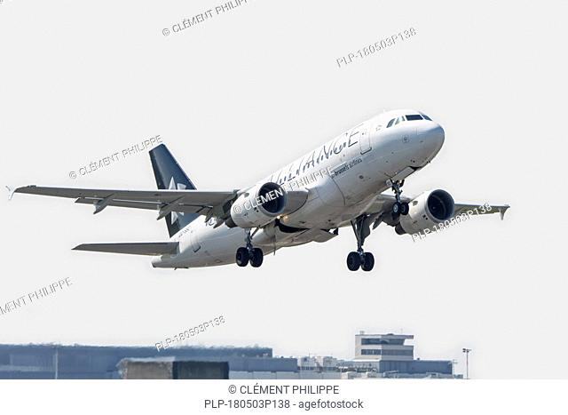 Airbus A319-112, narrow-body, commercial passenger twin-engine jet airliner from Belgian Brussels Airlines in flight