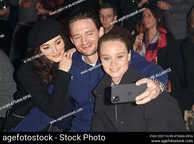 14 January 2020, Berlin: Maria Ehrich (l-r), August Wittgenstein and Sonja Gerhardt do a selfie before the show of the label Camel active in the Wriezener...