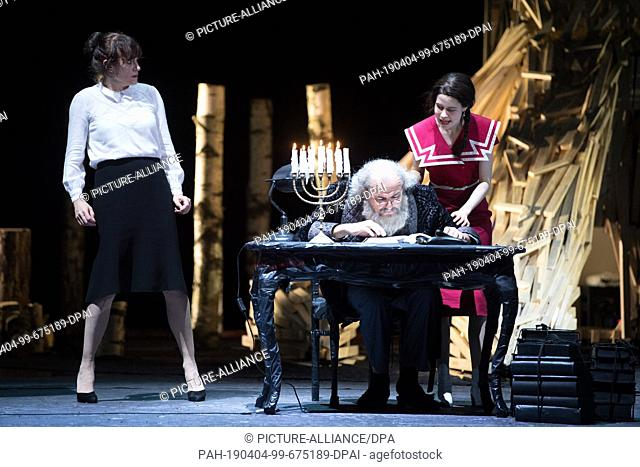 03 April 2019, Saxony, Dresden: The actors Nadja Stübiger (l-r), Holger Hübner and Luise Aschenbrenner stand or sit on stage during a photo rehearsal for the...