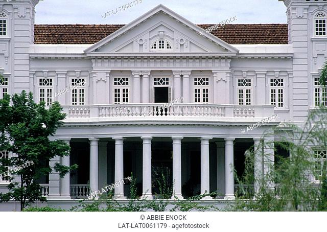Georgetown. Jalan Northam. Large white colonial building. Facade. Pillars. Verandah