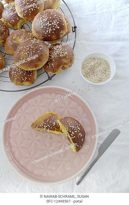 Saffron yeast buns filled with dates and walnuts (Persia)
