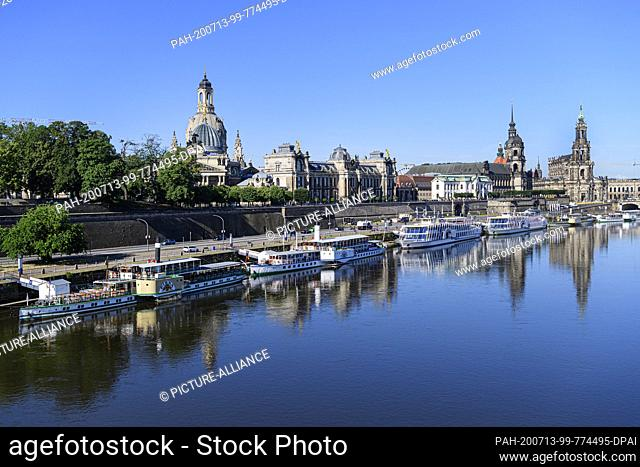 13 July 2020, Saxony, Dresden: View of the historical old town scenery with the dome of the academy of arts (l-r), the Frauenkirche, the academy of arts