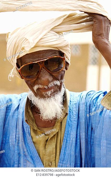Old man in the street, Chinguetti. Adrar Plateau, Sahara Desert, Mauritania