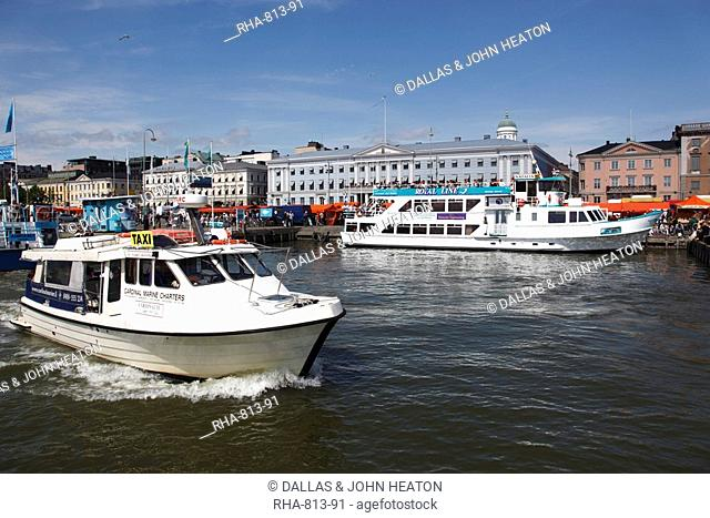 Water taxi and harbour cruise ferry, with City Hall and market place, South Harbour Esplanade, Kauppatori, Helsinki, Finland, Scandinavia, Europe