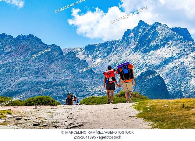 Hikers on the path to the Cirque de Gredos. Hoyos del Espino, Ávila, Castilla y León. Spain, Europe