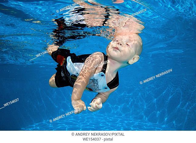 boy to swim in the pool