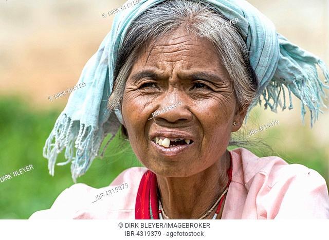 Woman from the Pao hilltribe or mountain people, portrait, Kalaw, Shan State, Myanmar, Burma, Myanmar