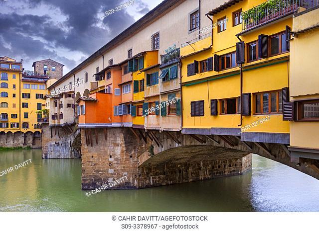 Architectural detail of the Ponte Vecchio and the River Arno, Centro Storico, Poggio Imperiale, Firenze, Tuscany, Italy