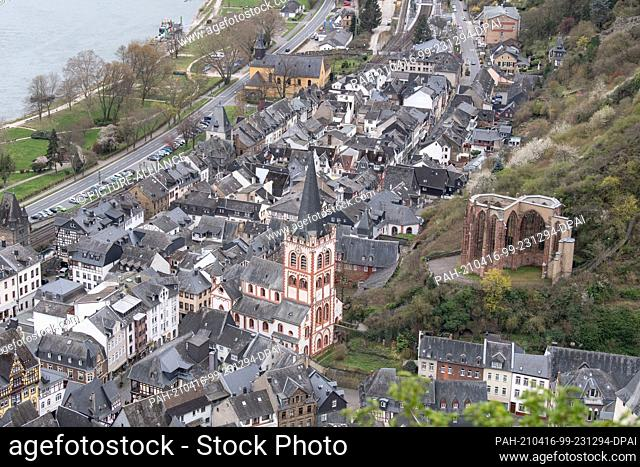 16 April 2021, Rhineland-Palatinate, Bacharach: The small town of Bacharach in the Middle Rhine Valley. Where otherwise throughout the year numerous tourists...