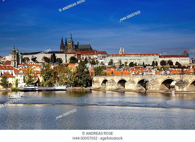 Charles Bridge with Prague Castle and St. Vitus Cathedral , Prague, Czech Republic, Europe
