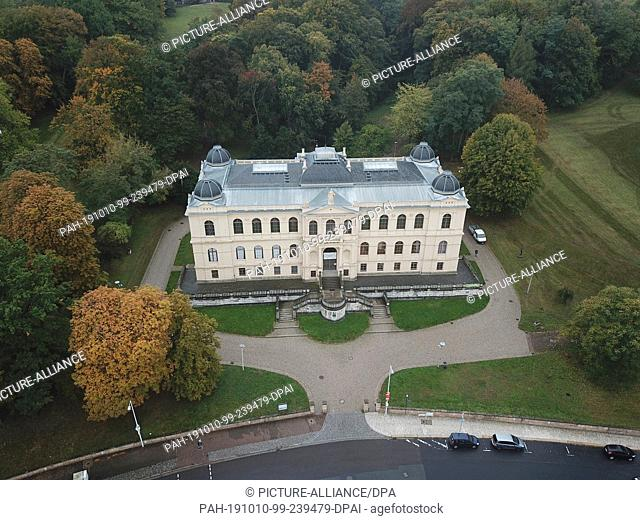 """10 October 2019, Thuringia, Altenburg: The Lindenau Museum. (shot with a drone) before the press conference for the exhibition """"""""herman de vries - all all werke..."""