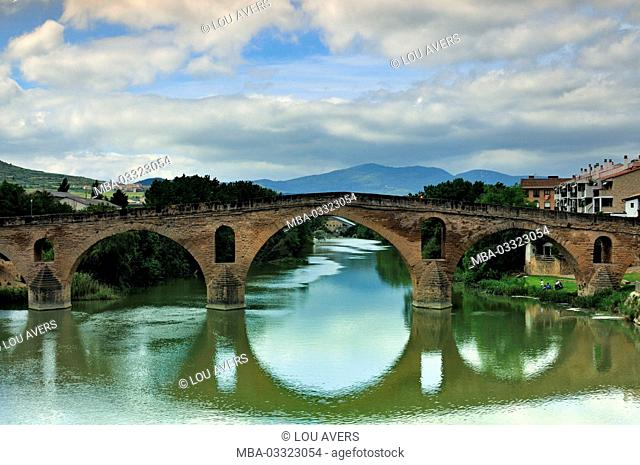 Spain, Way of St. James, medieval pilgrim's bridge in Puente la Reina