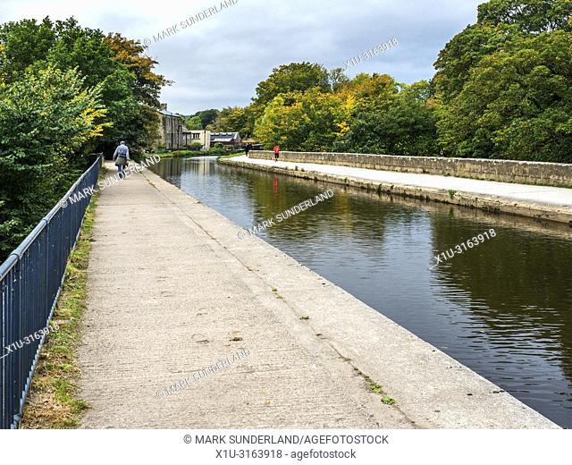 Dowley Gap Aqueduct carrying the Leeds and Liverpool Canal over the River Aire near Bingley West Yorkshire England