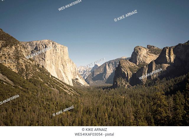 USA, California, Yosemite National Park, Tunnel View
