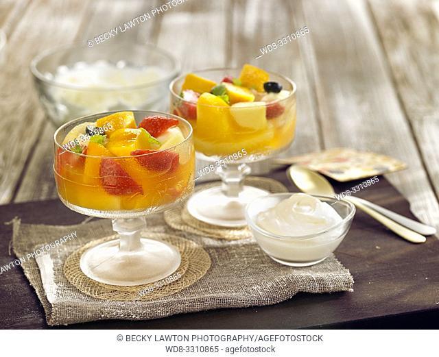 como preparar macedonia de frutas. parte de una serie: 5/5