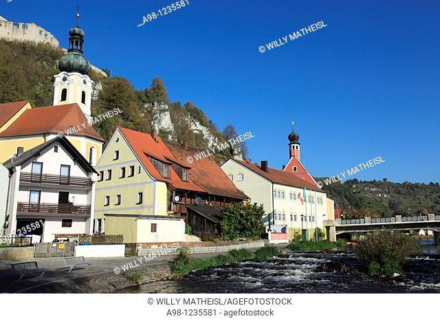 village and Art Colony Kallmuenz at the river Naab with parish church St Michael and the Castle of Kallmuenz, Upper Palatinate, Bavaria, Germany, Europe