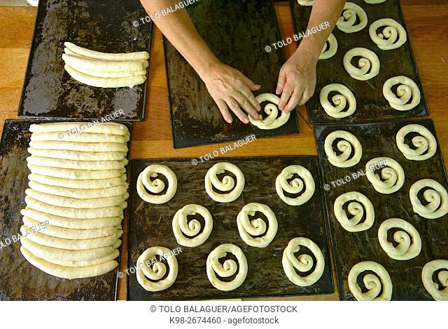 Spain, Balearic islands, Majorca, Algaida, Forn de Can Salem (bakery). Person making ensaimadas pastry