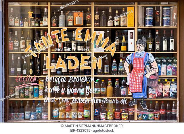 Shop window with beverages in a corner shop, Lorenzer Altstadt, Nuremberg, Middle Franconia, Franconia, Bavaria, Germany
