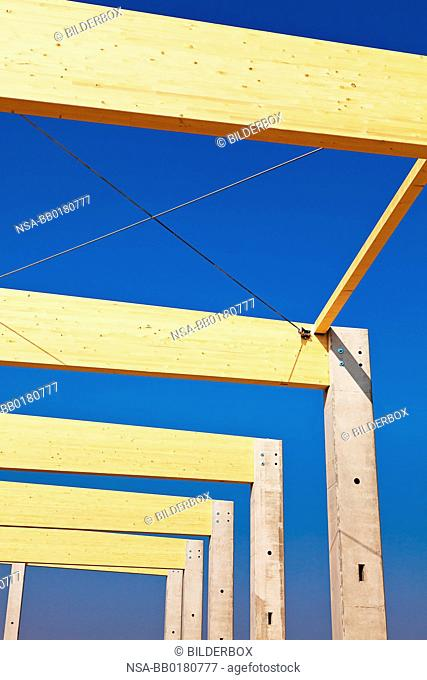 A building for warehousing and production is established.Commercial construction site