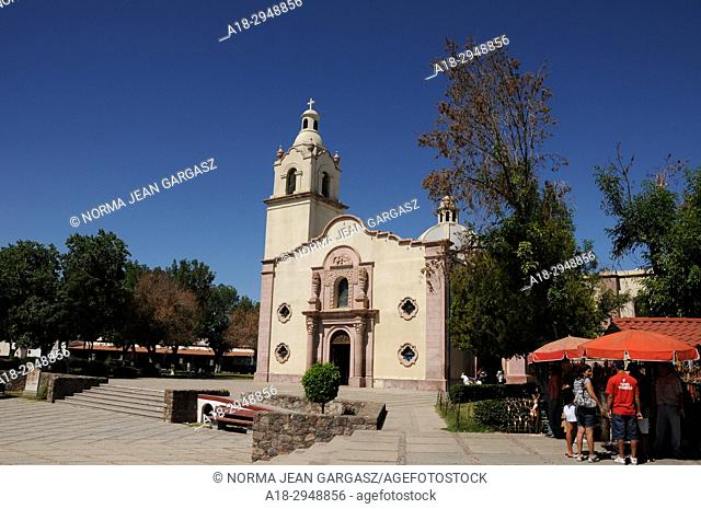 In 1688 The Jesuit missionary Eusebio Kino founded the Santa Maria Magdalena de Buquivaba Mission on the site inhabited by the Pima Indians, Magdalena, Sonora