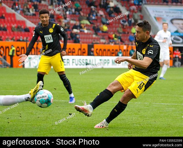 Defended goal shot by Raphael GUERREIRO (# 13, DO). Soccer, FC Augsburg (A) - Borussia Dortmund (DO), Bundesliga, 2nd matchday, season 2020/2021