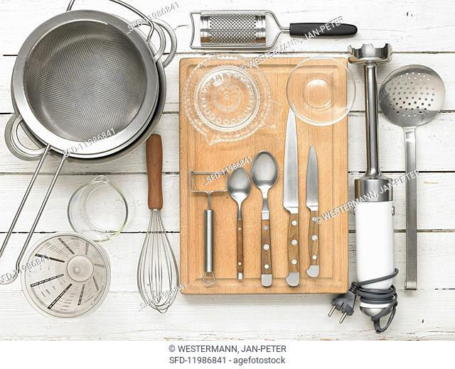 Kitchen utensils for preparing creamy asapargus soup with parsley oil