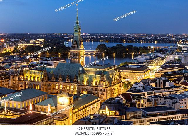 Germany, Hamburg, Hamburg city hall and Alster Lakes