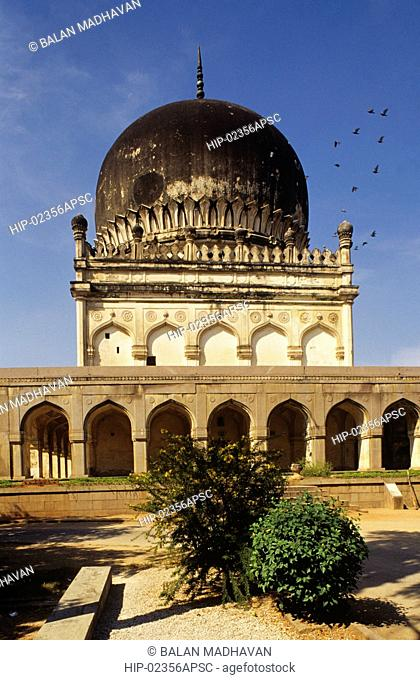 TOMB OF JAMSHED QULI QUTAB SHAH, ANDHRA PRADESH,INDIA