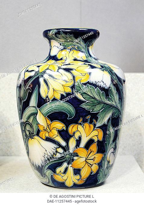 Vase with floral decorations, symbolist design inspired by English models, by Galileo Chini (1873-1956), ceramic. Italy, 19th century