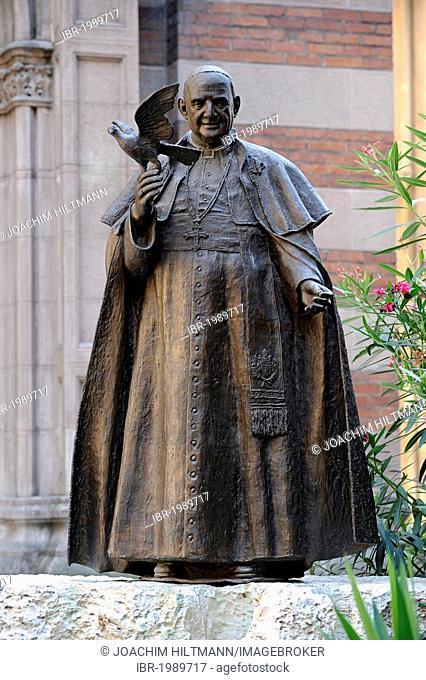 Statue of Pope John XXIII in front of Sent Antuan Kilisesi church, St Antonio Kilisesi, Saint Antoine, Saint Anthony's Church, Istiklal Caddesi