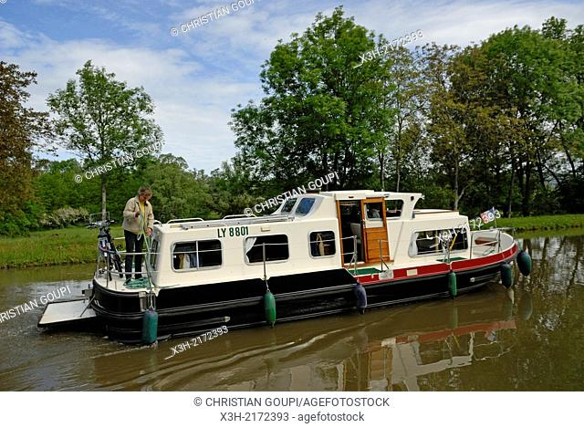 houseboat on Canal du Centre around Chagny, Saone-et-Loire department, Burgundy region, France, Europe