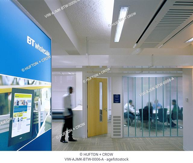 BT-WHOLESALE, KNIGHTRIDER STREET, LONDON, EC4 QUEEN VICTORIA STREET, UK, AJMK ARCHITECTS, INTERIOR, VIEW OF ENTRANCE TO MEETING ROOM