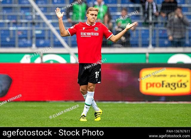 Timo HUEBERS (Hvºbers, H) raises his arms, Soccer 2nd Bundesliga, 5th matchday, Hanover 96 (H) - Fortuna Dusseldorf (D) 3: 0, on October 24th
