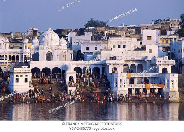 Hindu pilgrims bathing on the ghats at Pushkar ( India)