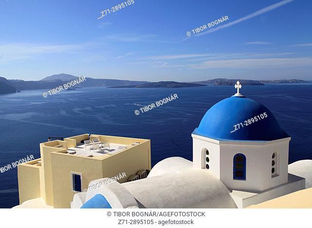 Greece, Cyclades, Santorini, Oia, village, church, balcony,